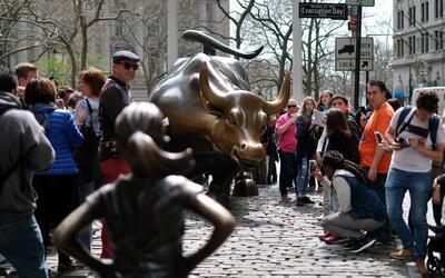 El escultor del emblemático toro de Wall Street acusó este...