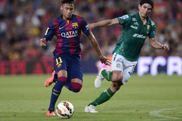 Neymar estuvo entre los 11 titulares y desde el inicio lució en g...