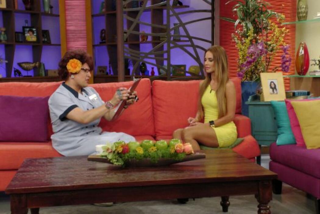 Doña Meche le dijo a Ximena que su relación es estrictamente profesional.