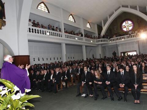 En la iglesia de San Pedro se llevó a cabo la misa para despedir al gran...