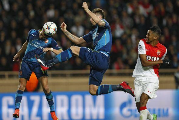 El conjunto del Arsenal saltó al terreno de juego decidido a mete...