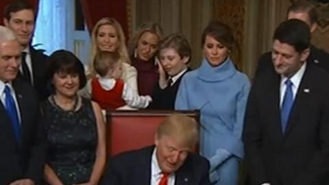 El tierno momento de Barron Trump con su sobrino durante la toma de pose...