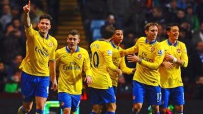 Giroud y Ramsey (a la izquierda) hicieron los dos tantos con los que los...