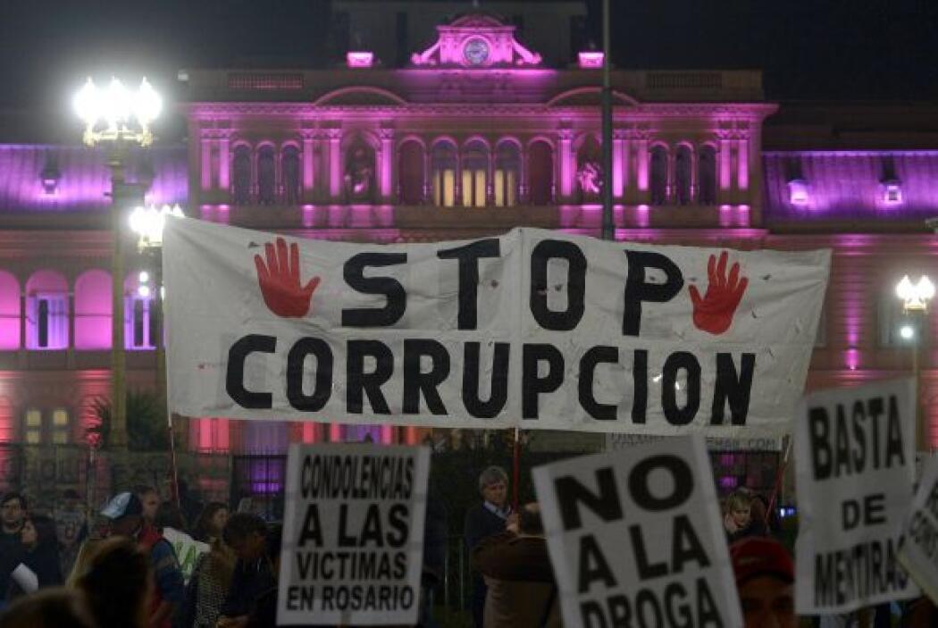 'Stop corrupción', decía uno de los carteles que portaron los vecinos de...
