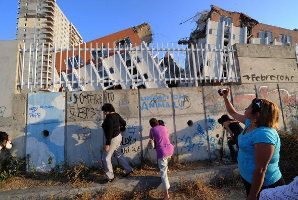 Las réplicas del devastador terremoto de febrero de 2010 han sacu...