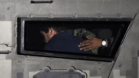 Joaquín 'El Chapo' Guzmán, escoltado hacia prisión,...