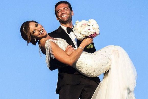 """""""Aaron y yo cumplimos 6 meses de casados mañana"""", dijo Satcha. (Febrero..."""