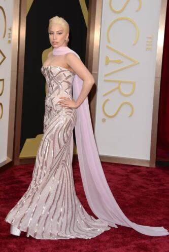 El vestido de Lady Gaga no nos pareció tan mal, pero tanto el escote, co...