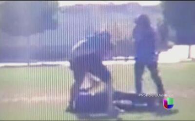Dos jóvenes publican su violenta agresión a otro menor de edad
