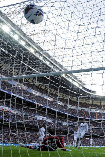 Imparable para Diego López, el balón terminó en las redes.
