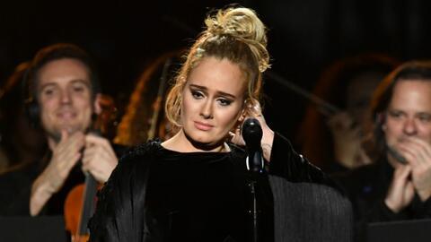 Adele interrumpió su interpretación de 'Fast Love', en tri...
