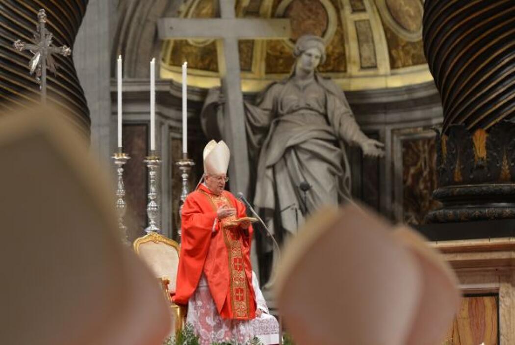 Este martes comienzan las votaciones para elegir al nuevo Papa. En tanto...