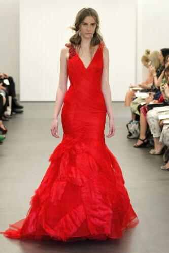 El rojo ha sido uno de los colores que ha adornado de manera muy sexy el...