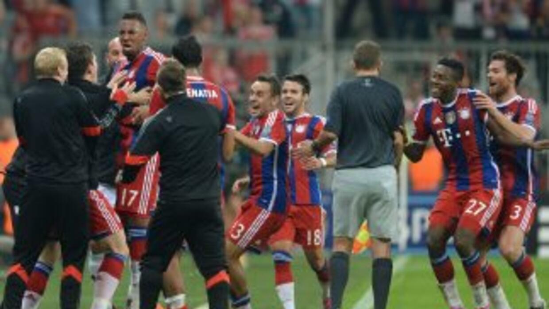 Jerome Boateng celebra el gol de la victoria del Bayern ante Manchester...