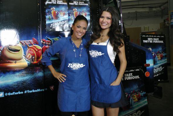 Karla y Ana Patricia ya estaban listas para cocinar. ¡Qué l...