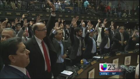 Diputados opositores toman posesión de la AN en Venezuela