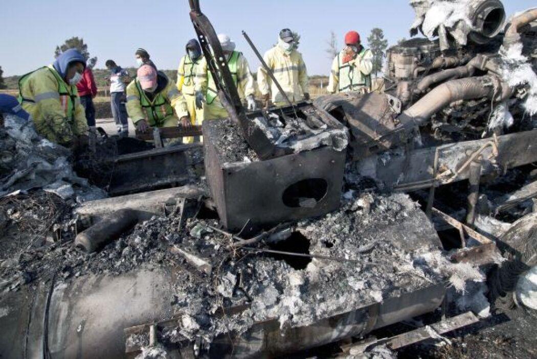 """""""Un camión de pasajeros se volcó y 18 personas murieron calcinadas"""" en e..."""