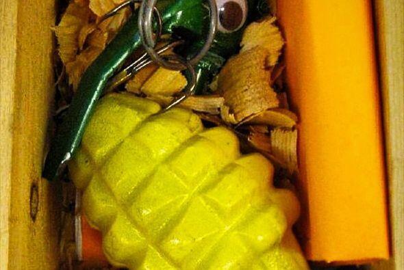 Esto parece una granada pero es simplemente un señelo para atraer a un p...
