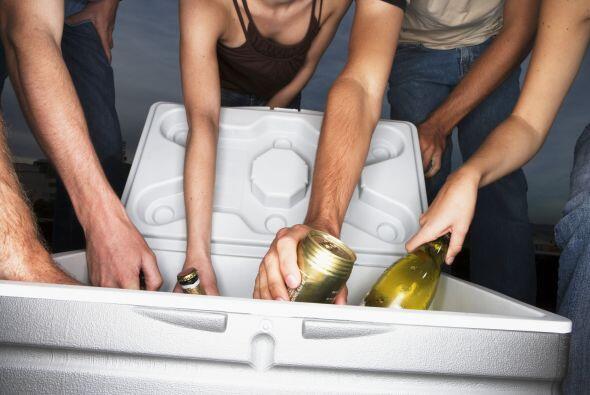 Para una tarde informal con tus amigos, una cerveza de lata no te caerá...