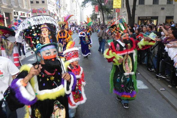 Familias hispanas desfilan por la 5ta Avenida cdd4baca7d43428dae3d4aceae...