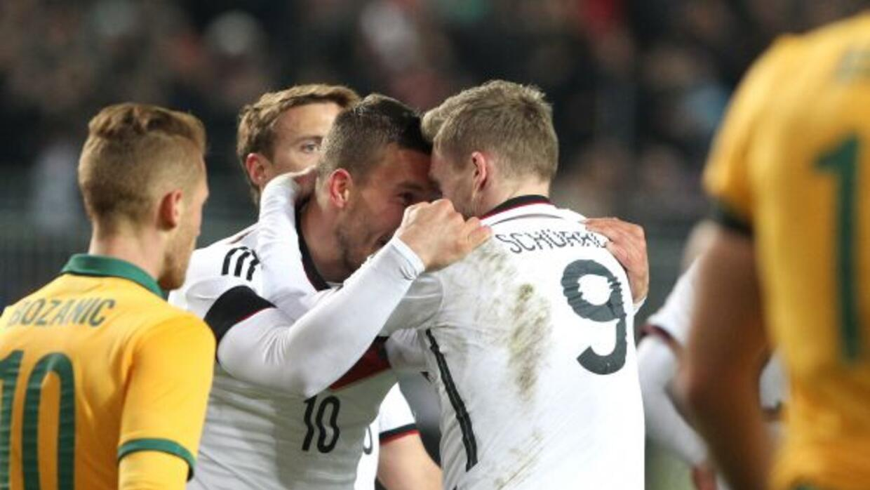 Podolski, a nueve minutos del silbatazo final, salvó a la 'Mannschaft' d...