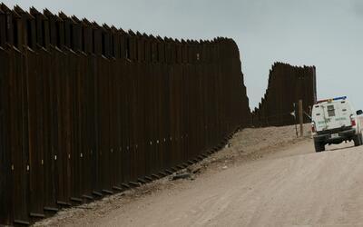 Partidarios de Trump se oponen a su plan de construcción del muro entre...