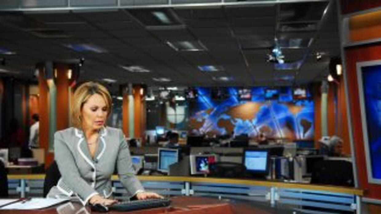 María Elena Salinas, en su lugar de trabajo, los estudios de Univision e...