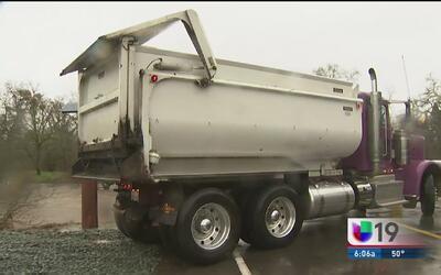 Residentes de Wilton podrían evacuar la zona ante el posible desborde de...