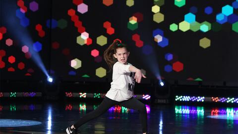 Eight-Year-Old dances to Humble in front of Ellen