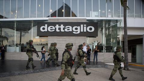 Soldados en las calles de Cancún luego del reporte de ataque armado a la...