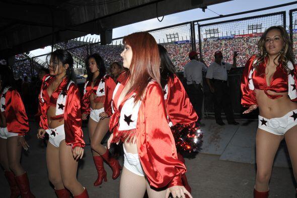 Las Diablitas, grupo de animación de los Diablos Rojos del México, diero...