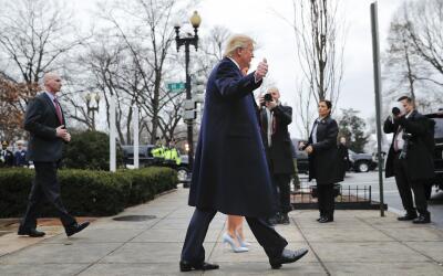 Trump en la mañana de viernes antes de llegar a la Casa Blanca.