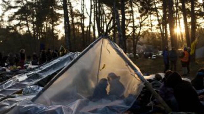 Alrededor de 1,000 activistas permanecen en la zonaque atravesaráel co...