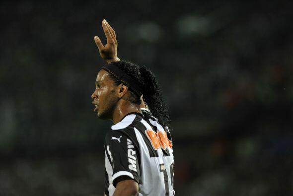 RONALDINHO. ¡Sí, Ronaldinho, levanta la mano! El brasileño también asegu...