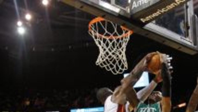 En el segundo juego de la temporada regular, el Miami Heat le ganó a los...