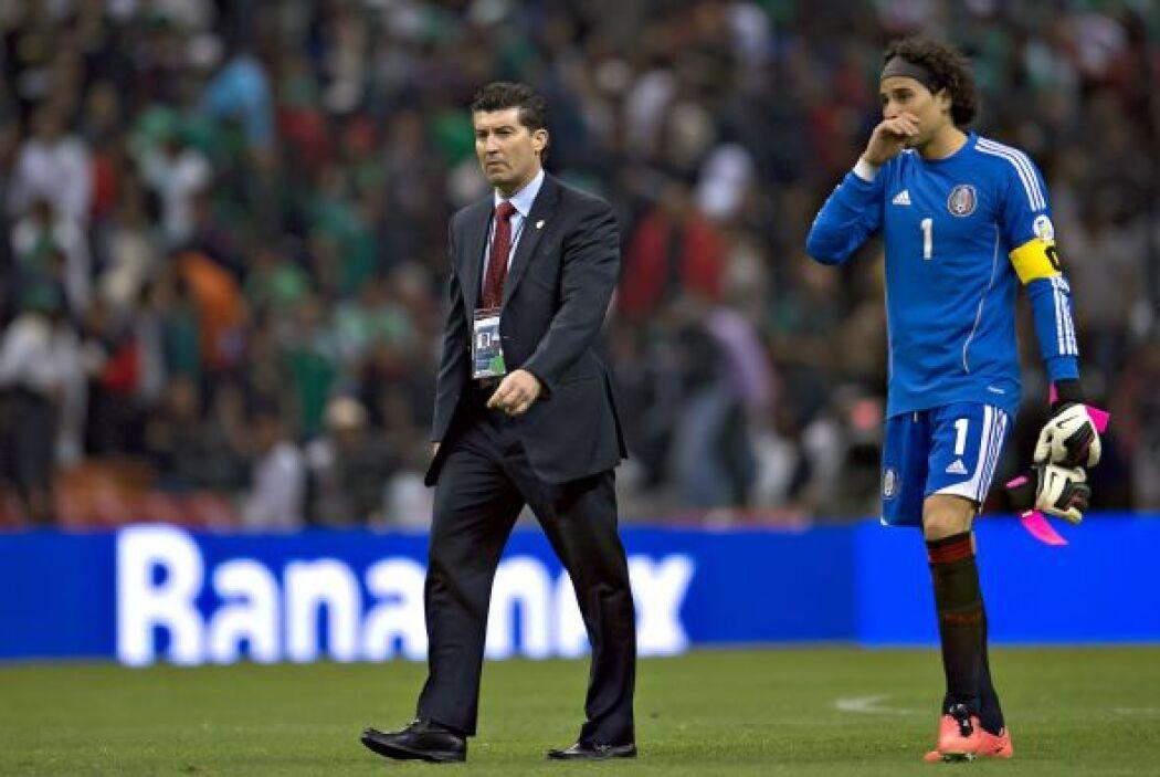 México volvía a empatar a cero goles en su cancha y a sumar únicamente u...