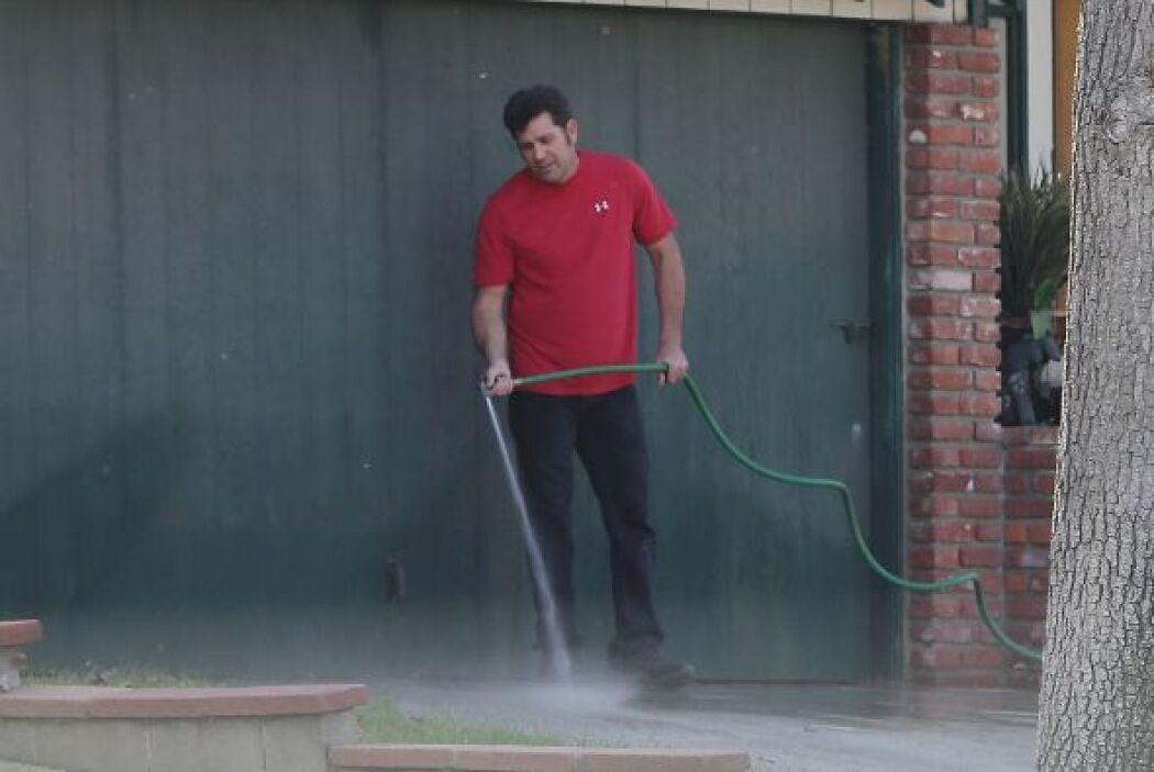 El esposo de Amie se dio a la tarea de limpiar. Más videos de Chismes aquí.