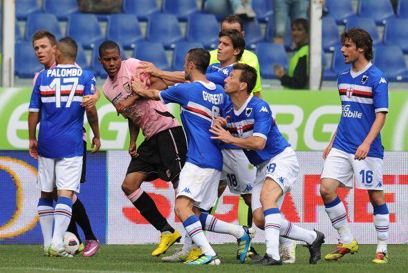 Muy ríspido fue el encuentro entre Sampdoria y Palermo en el Comunale Lu...