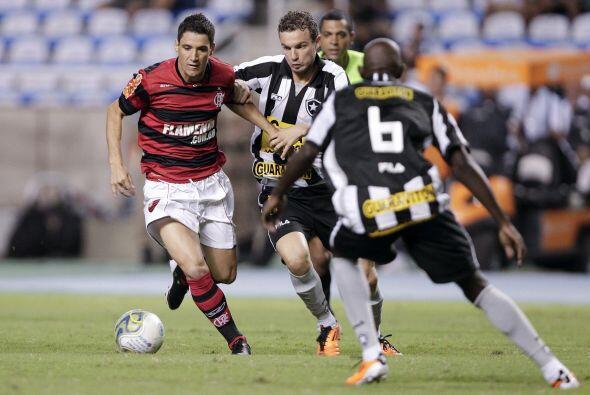 Thiago Neves anotó un gol en cada tiempo para la victoria final. Flameng...