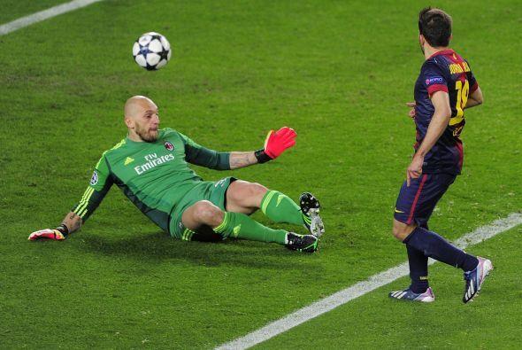 Con el Milan lanzado al ataque en busca del gol que le diese la clasific...