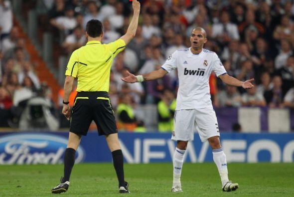 Pepe se ganó la roja directa y el Real Madrid se quedó con 10 jugadores....