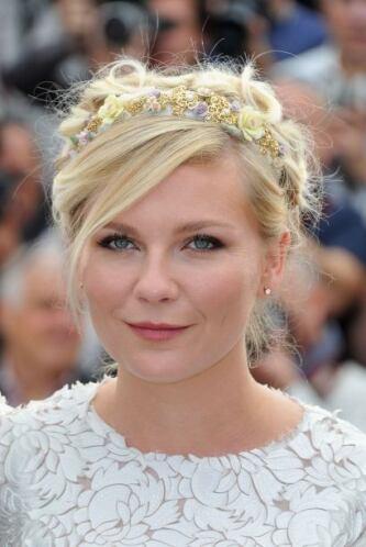 Para darle brillo a su belleza, Kristen Dunst siempre busca accesorios q...
