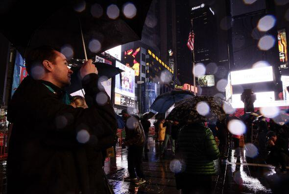 Entre las grandes torres de Nueva York la gentes esperaba.