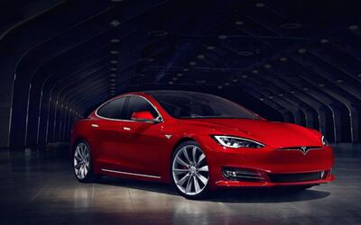 Tesla produce el auto más veloz del mundo