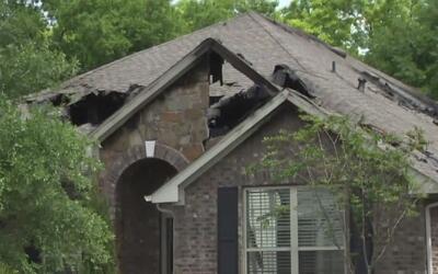 Relámpago causa incendio en vivienda dejando a una pareja de ancianos le...
