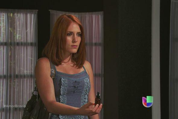Iliana tiene en sus manos algo que podría demostrar la culpabilidad de l...