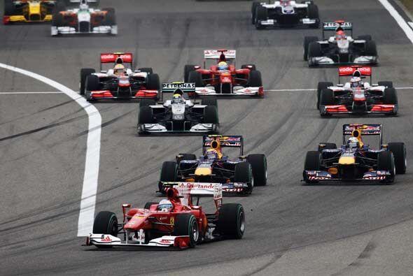 Fernando Alonso se adelantó en la salida y parecía haber t...