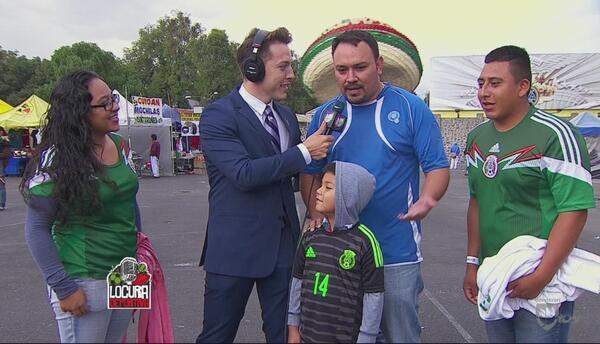 La afición conviviendo previo al partido de México y El Salvador