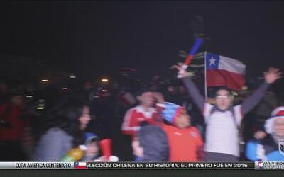 Continúa la fiesta en todo Chile por el título de la Copa América Centen...