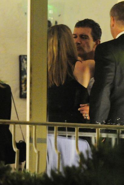Y Antonio se derretía ante los besos de la dama.Mira aquí...
